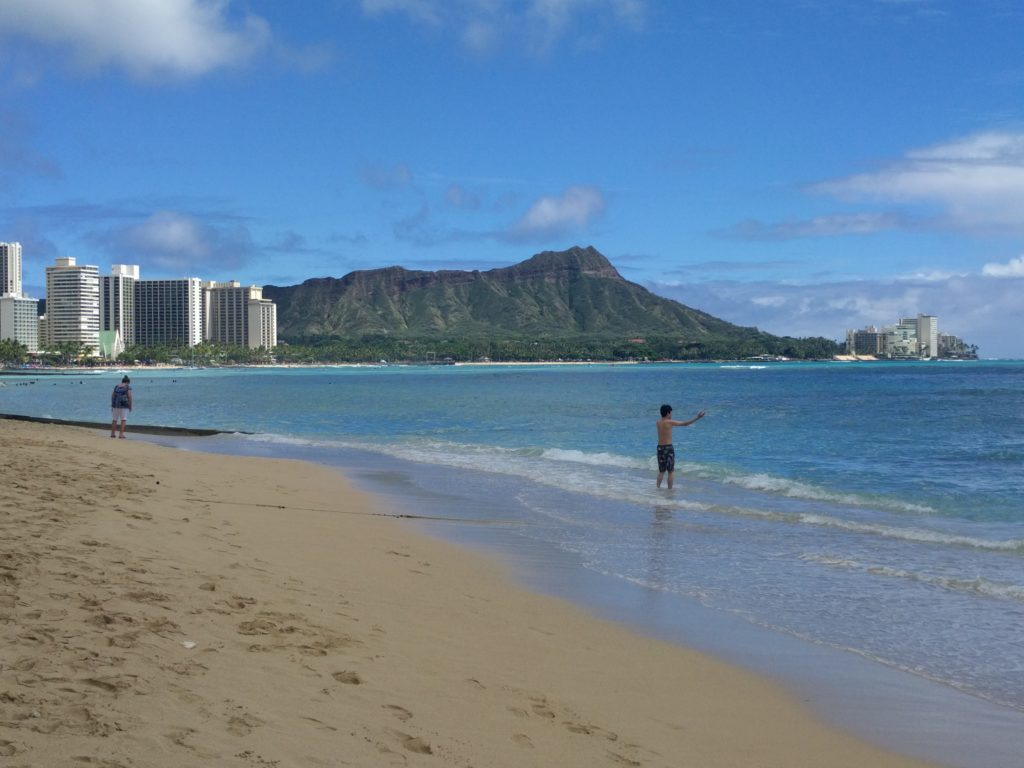 Diamond Head avec Waikiki Beach en premier plan
