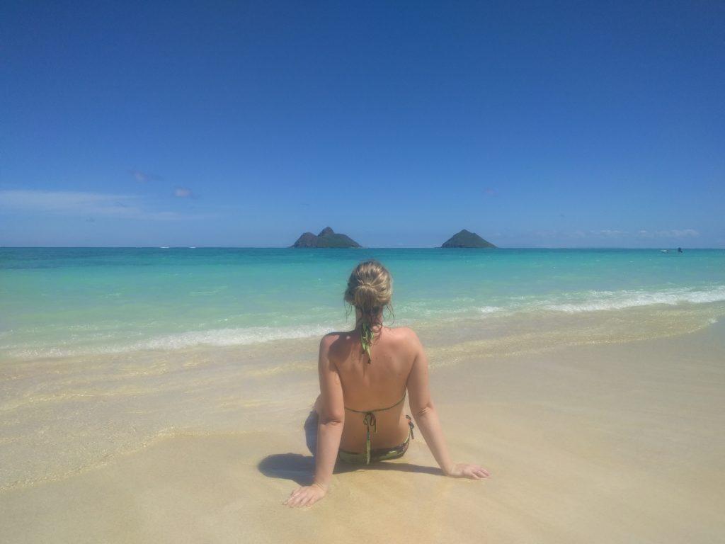 Laura rêveuse sur Lanikai Beach