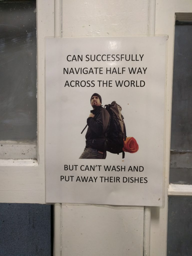 Pancarte reflétant bien la mentalité de certains voyageurs