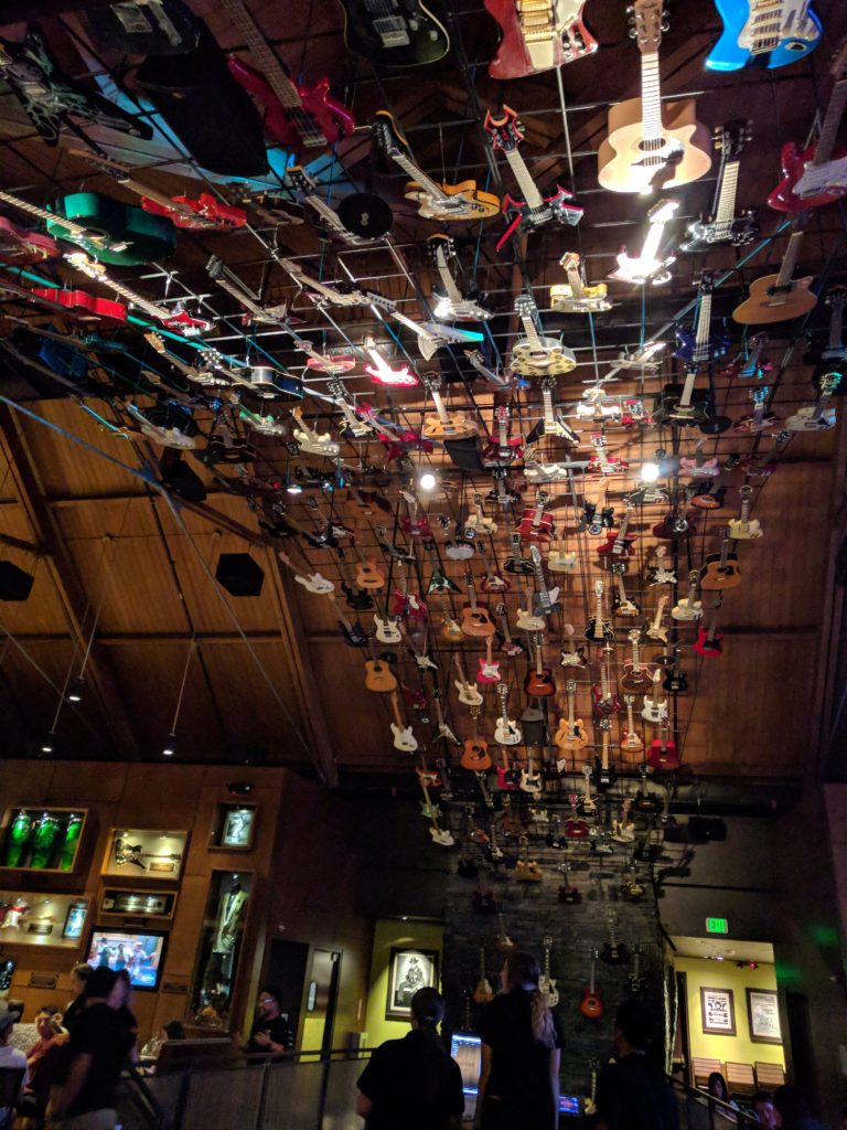 Plafond de guitares au Hard Rock Café