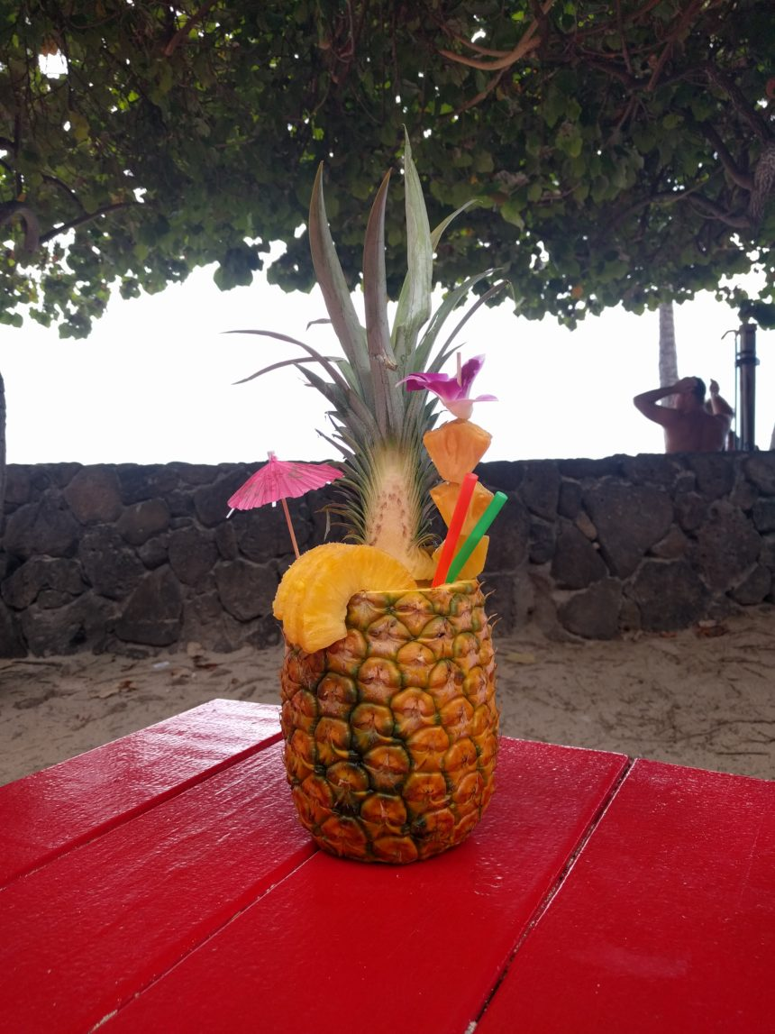 Un smoothie à l'Ananas servi dans.. un ananas§