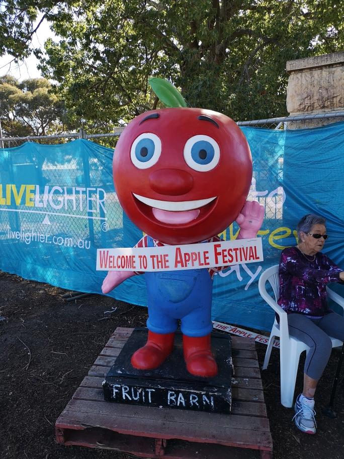 """On a aussi pu visiter le """"Festival des pommes"""" de Donnybrook. Sans un grand intérêt.."""