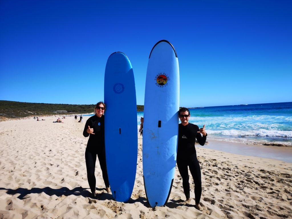 Le duo de surfeurs de choc!