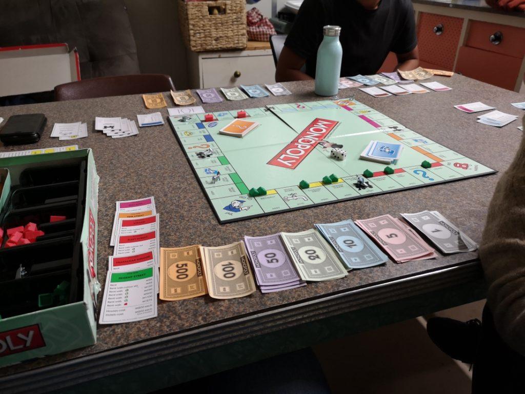 Qui a dit qu'une partie de monopoly c'était long? Je rectifie, c'est TRES long.