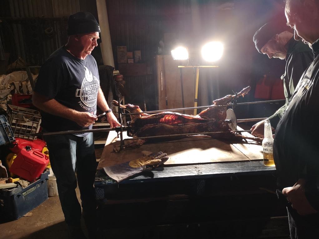 Steve et Quentin s'occupent du mouton