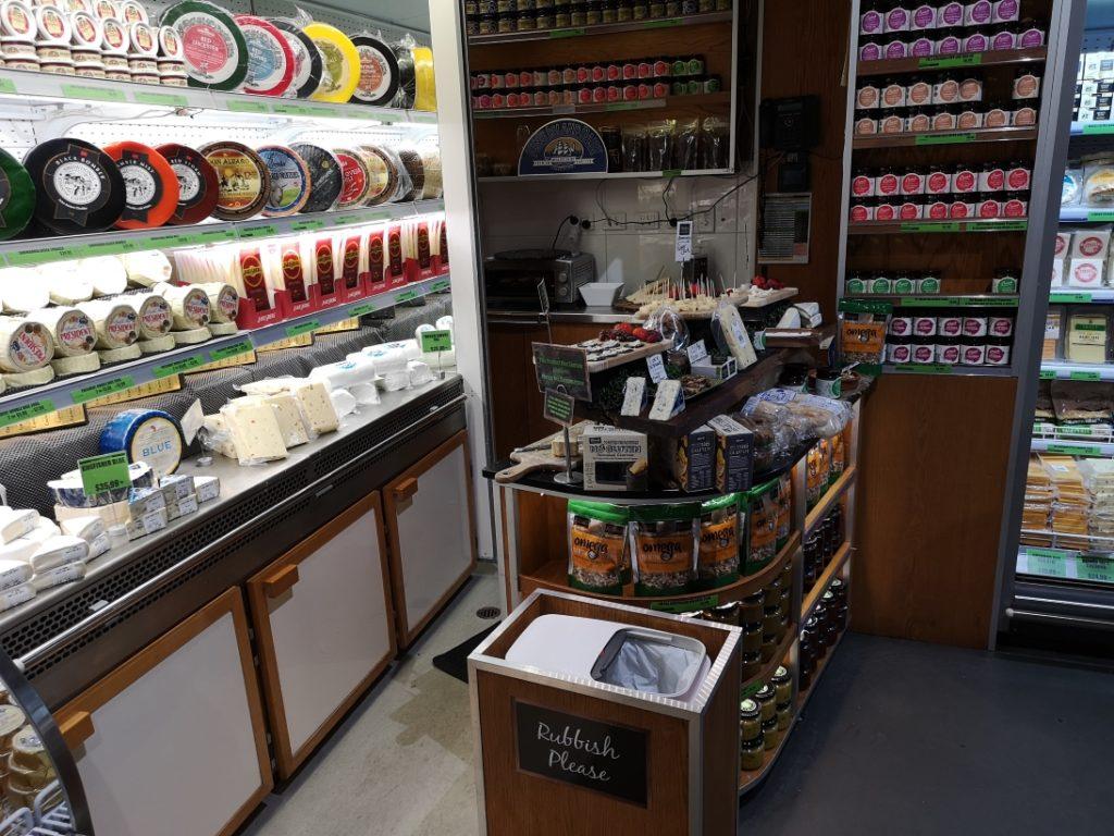 Le rayon fromage: stand de dégustation, l'endroit préféré de Laura