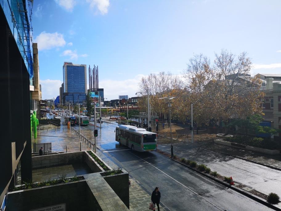 Vue en sortant de la gare de Perth
