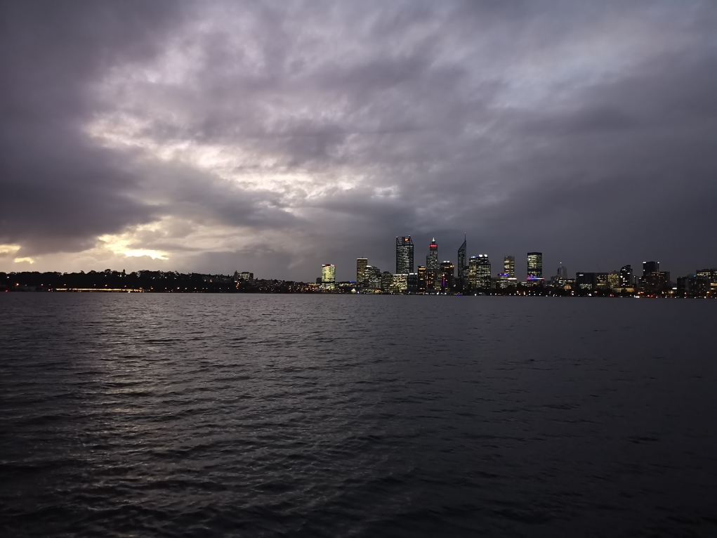 Skyline de Perth sous les nuages