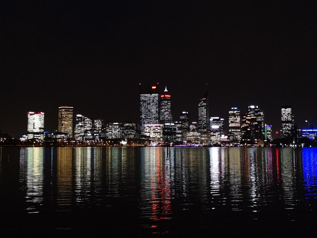 Vue de Nuit de la Skyline de Perth depuis Mill Point - South Perth