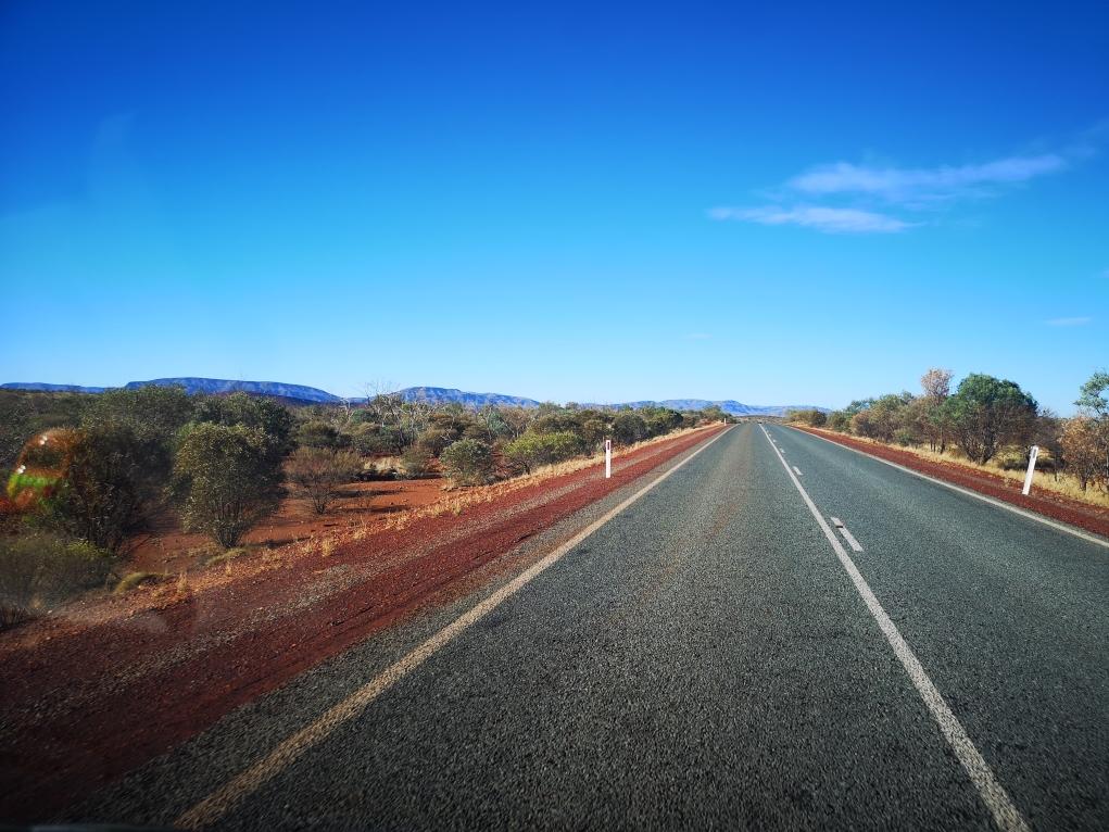 La route, toujours très droite