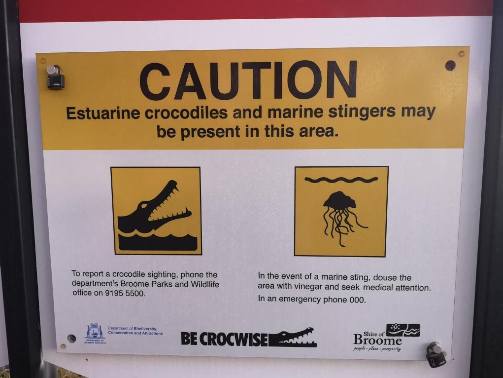 Attention, il peut y avoir des crocos ici. Ou des méduses mortelles l'été. Sympa quoi