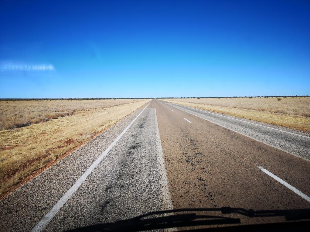 La route, toujours aussi droite...