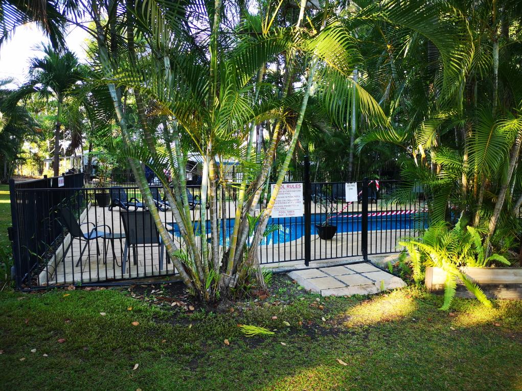Entrée vers la piscine, juste à côté de notre emplacement