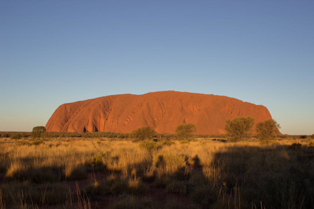 Stade 2 du coucher du soleil sur l'Uluru