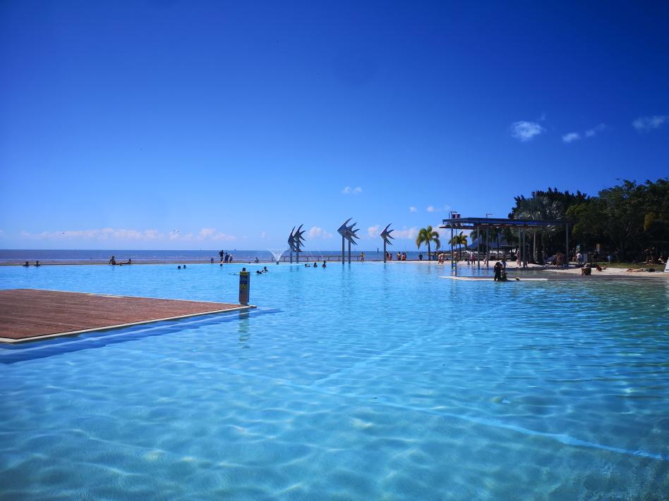 Le lagon de Cairns avec vue vers l'océan