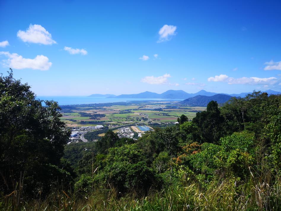 Vue sur la région de Cairns depuis la colline en route vers Kuranda