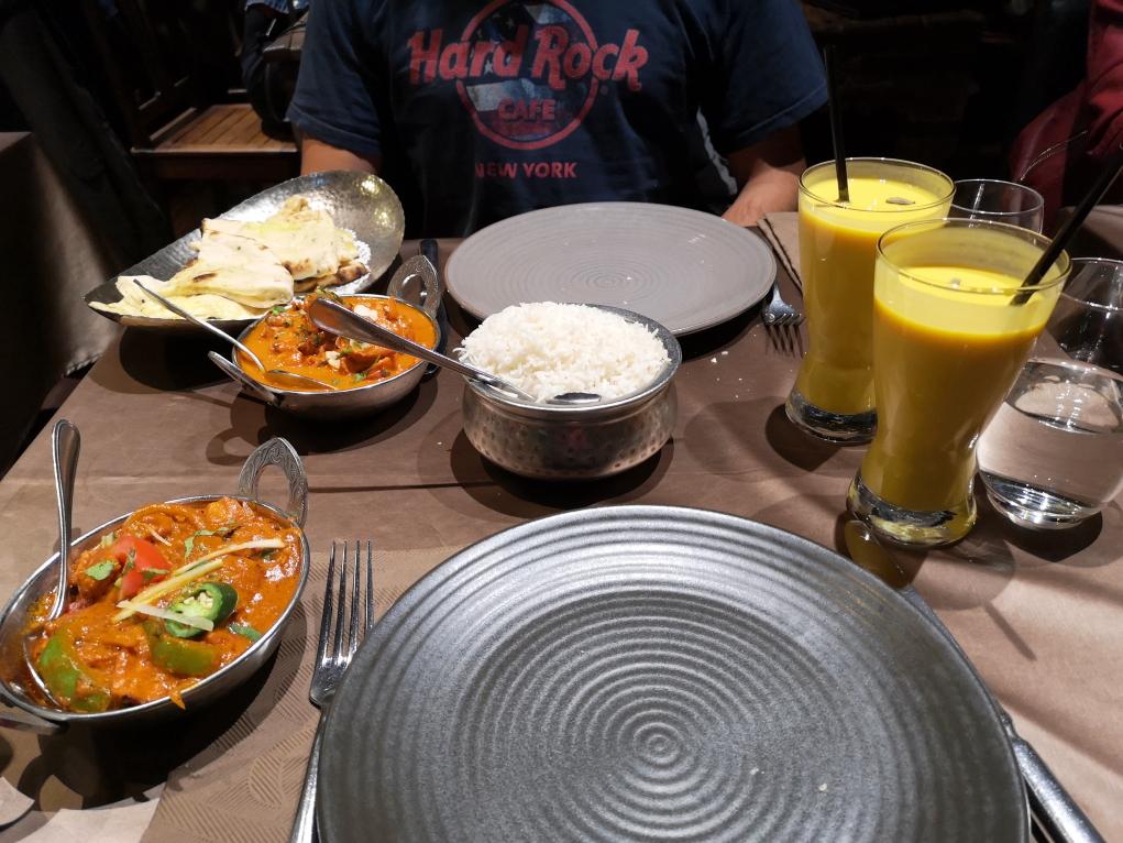 On fête nos 7 ans comme il se doit, dans un restaurant indien!