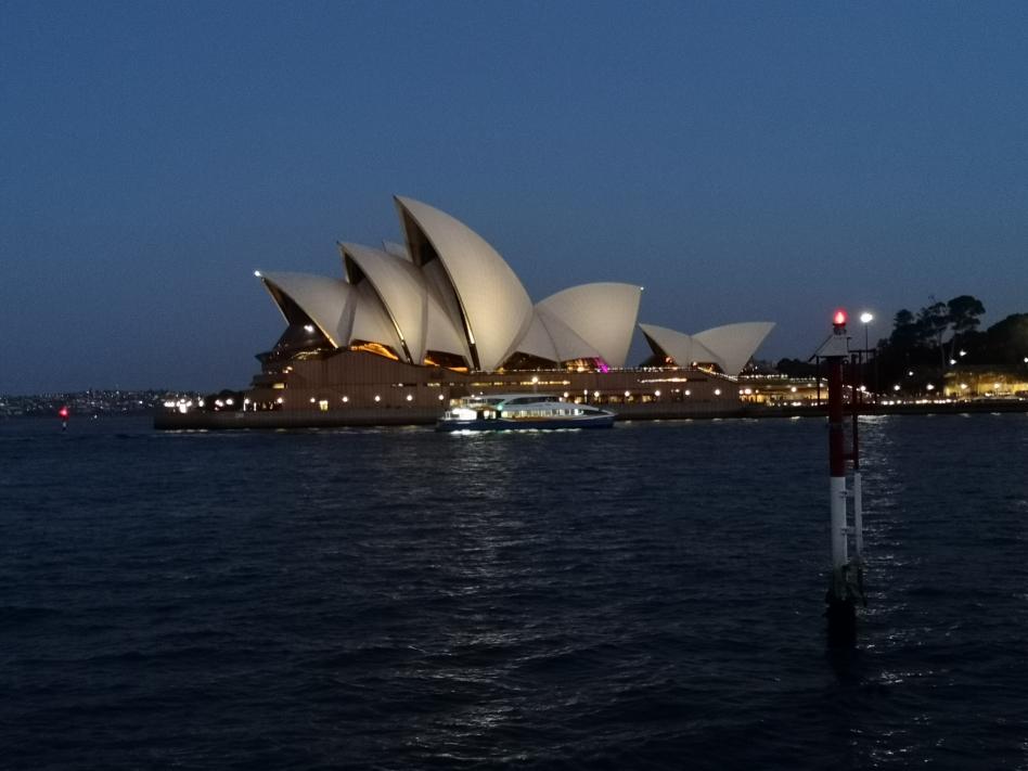 Encore une autre vue de l'Opera de nuit, depuis The Rocks