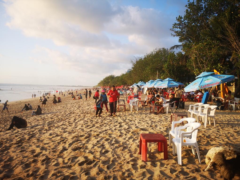 """Les """"bars"""" improvisés sur la plage"""