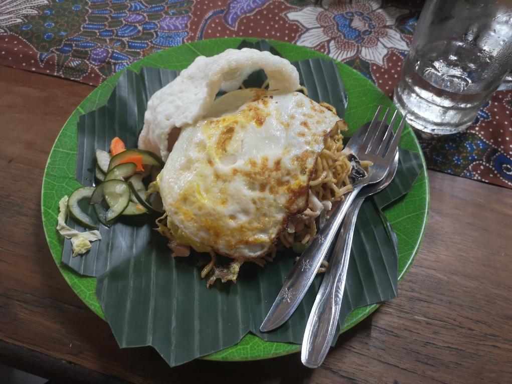 Notre premier repas indonésien: Mie Goreng, nouilles sautées