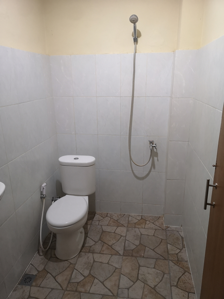 Notre salle de bain, sur le même modèle que les autres salles de bain en Asie