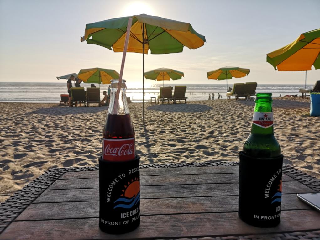 Bière et Coca sur la plage de Legian