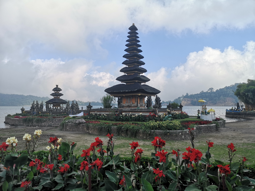 Vue célèbre du Temple Ulun Danu Bratan, cette partie est isolée lorsque le lac est au plus haut