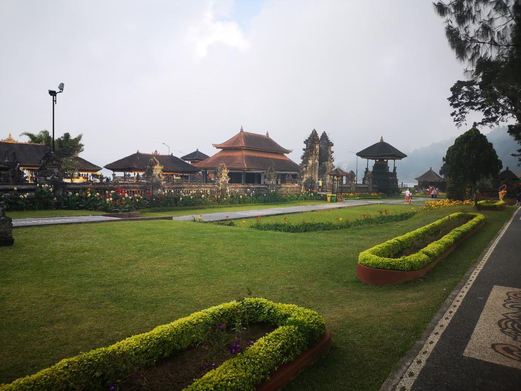 Vue du temple depuis le jardin