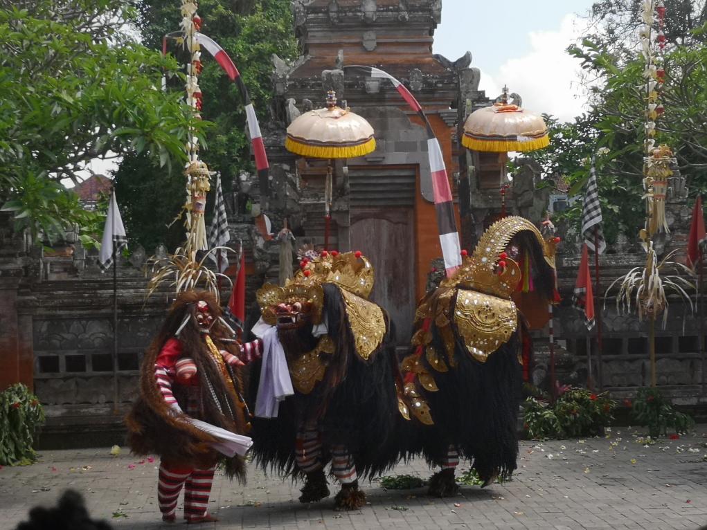 Bataille entre la Rangda et le Barong