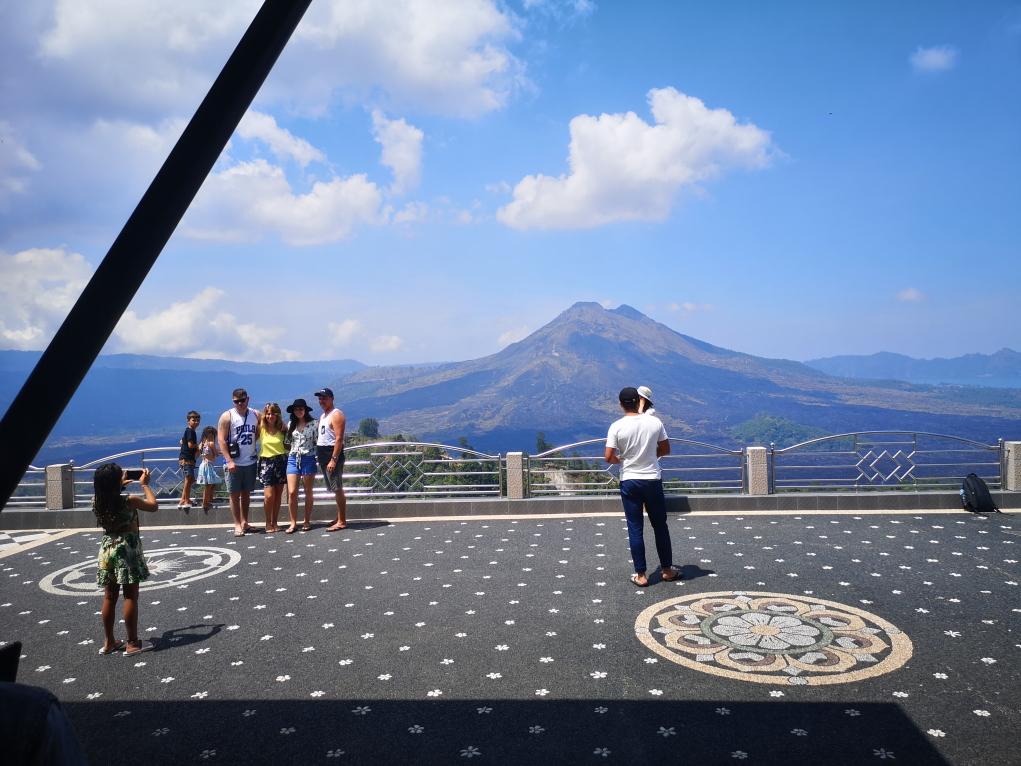 La terrasse de notre restaurant avec le Mont Batur en fond