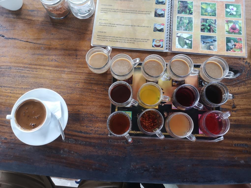 Dégustations d'infusions et de cafés, notamment du célèbre café Luwak
