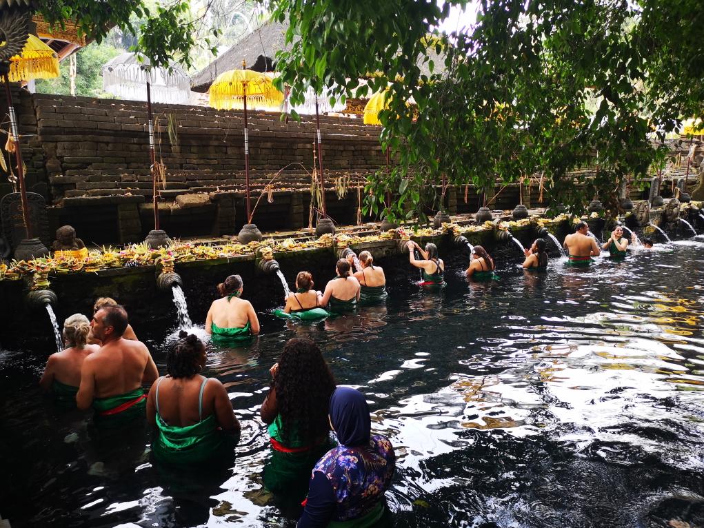 Les bassins d'eau sacrée pour se purifier