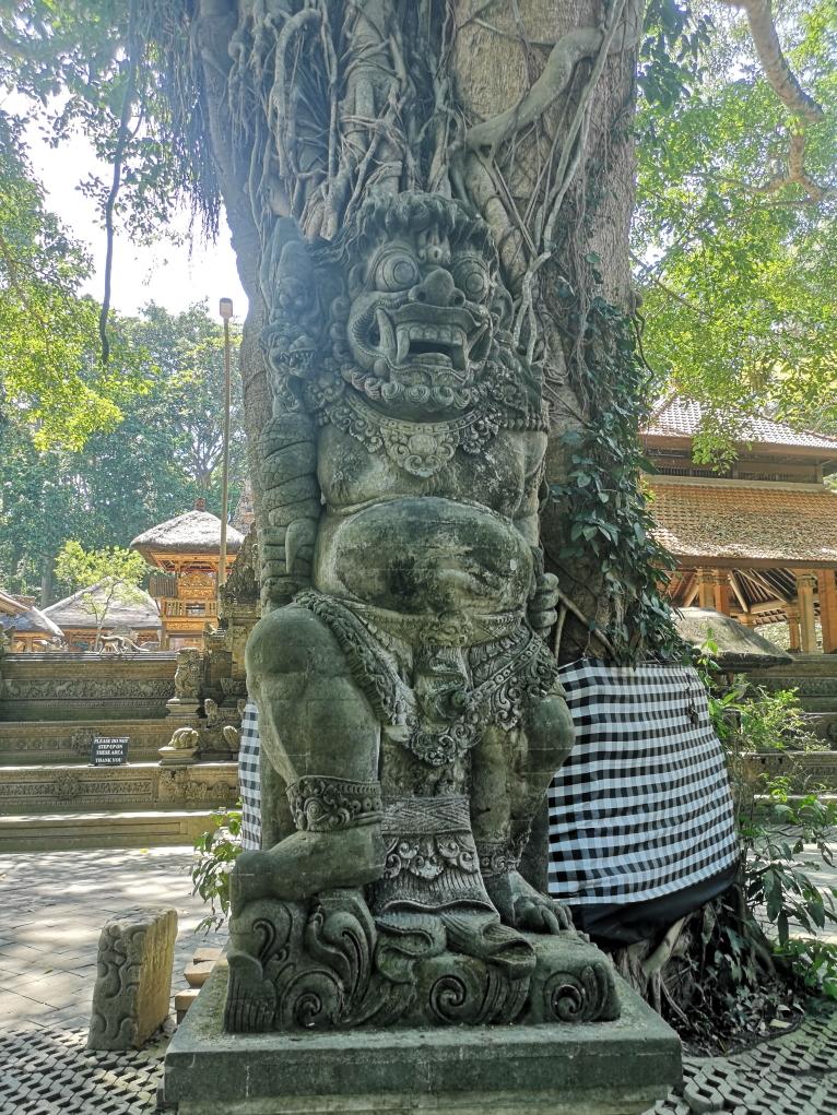 Une des nombreuses statues religieuses à Bali