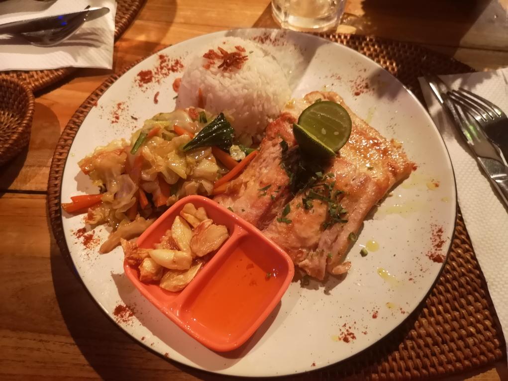 Délicieux plat de poisson Mahi-Mahi