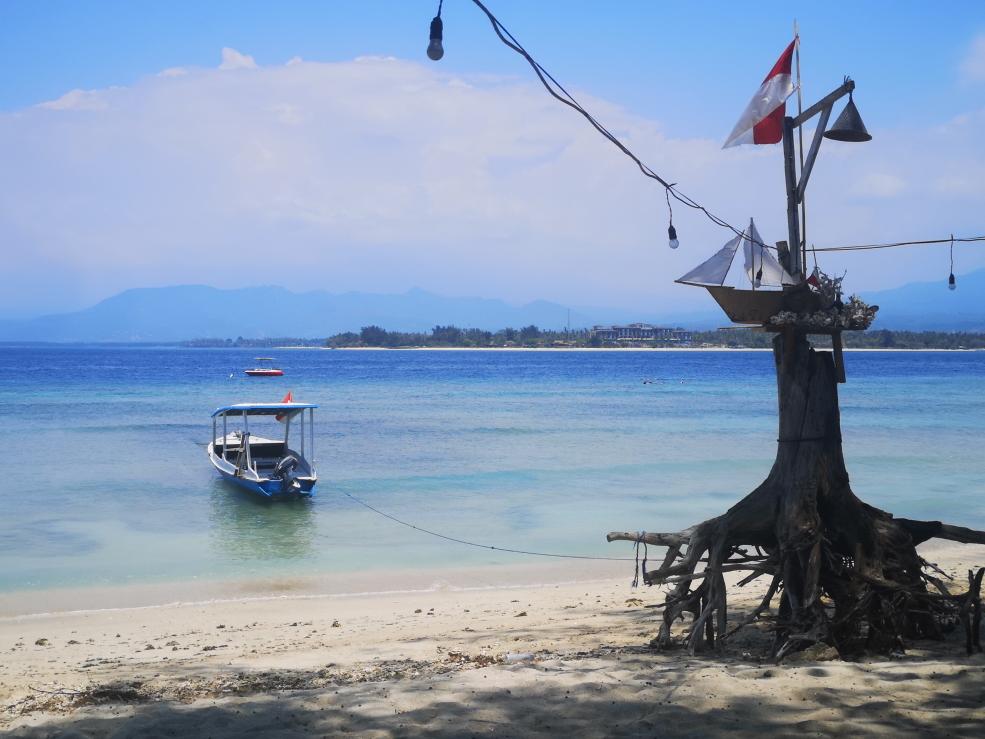 Repas avec vue sur la mer au Warung Sasak