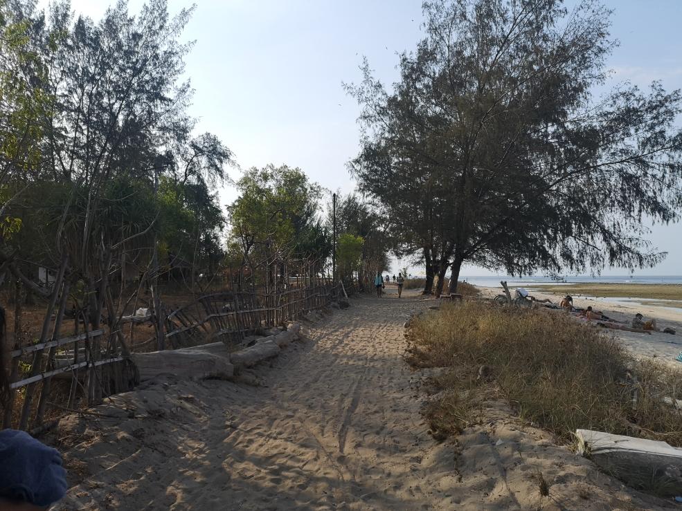 """La """"route"""" qui fait le tour de l'île sur Gili Air"""