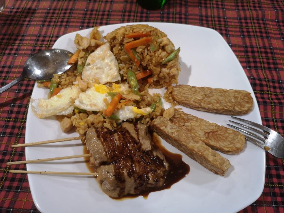 Special Nasi Goreng - Riz sauté avec poulet satay et tempura