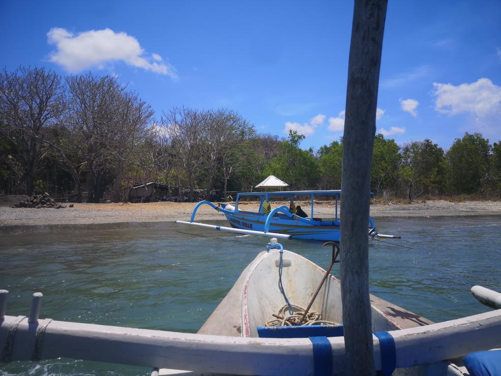 Traversée en bateau privé de 5 minutes avec un habitant local vers Gili Asahan