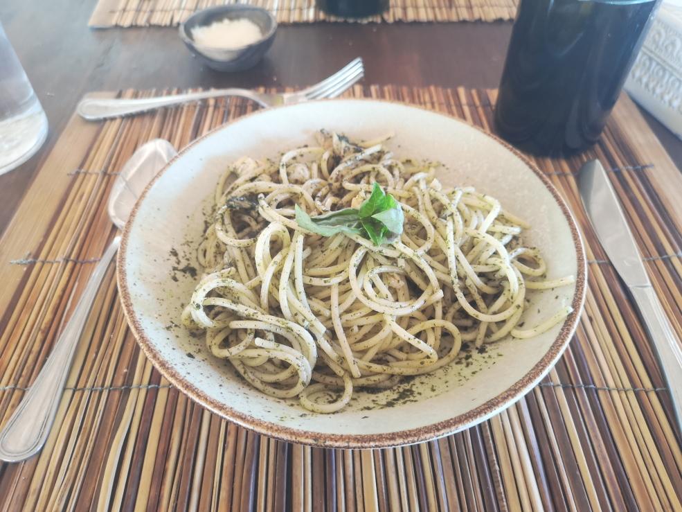 Spaghetti au pesto avec supplément poulet