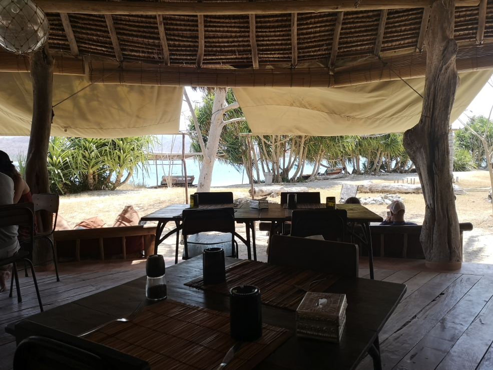 Le restaurant avec vue sur la plage