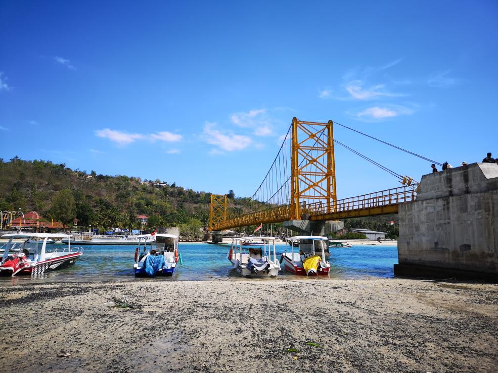 Yellow Bridge: pont entre Nusa Lembongan et Nusa Ceningan qui s'est effondré en 2016