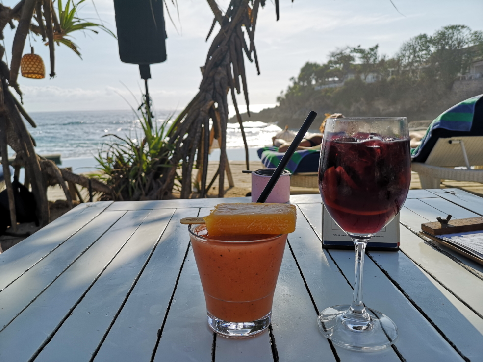 Petits cocktails au Sandy Bay Beach Club