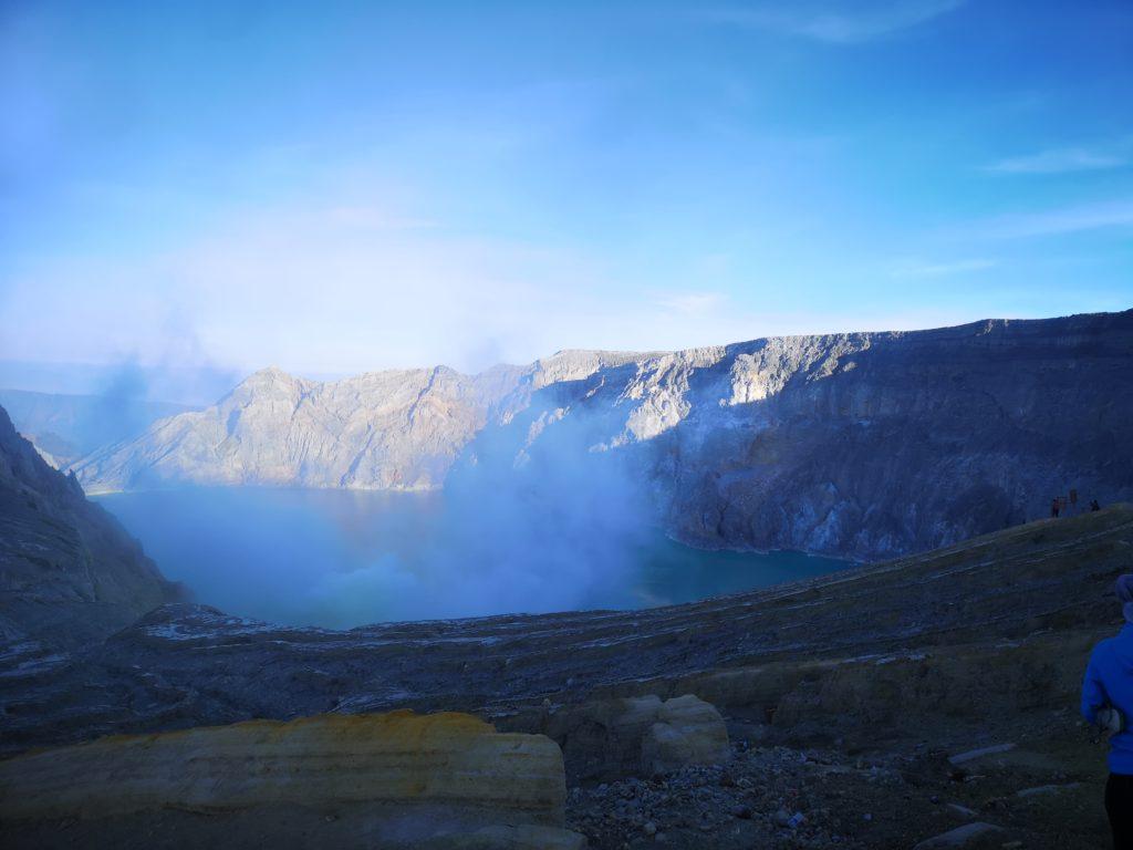 Vue sur le cratère depuis le sommet