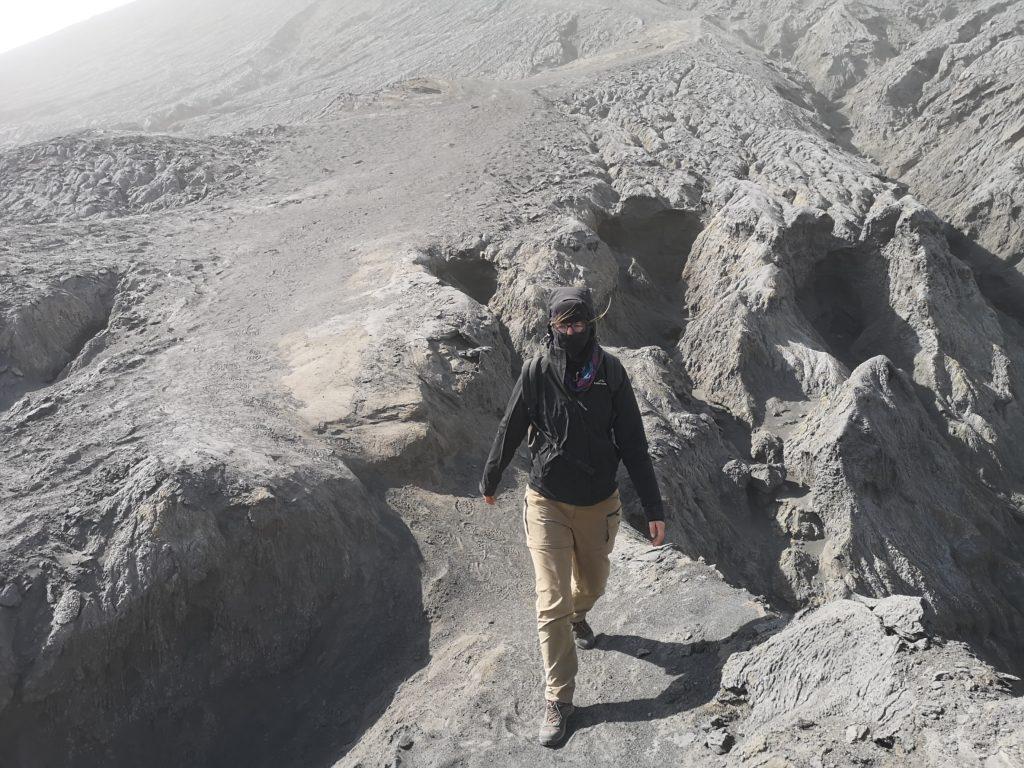 Le bédouin Laura en descente du Bromo