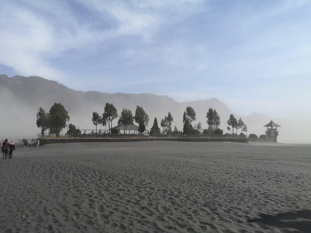 Le temple dans la caldera du Bromo