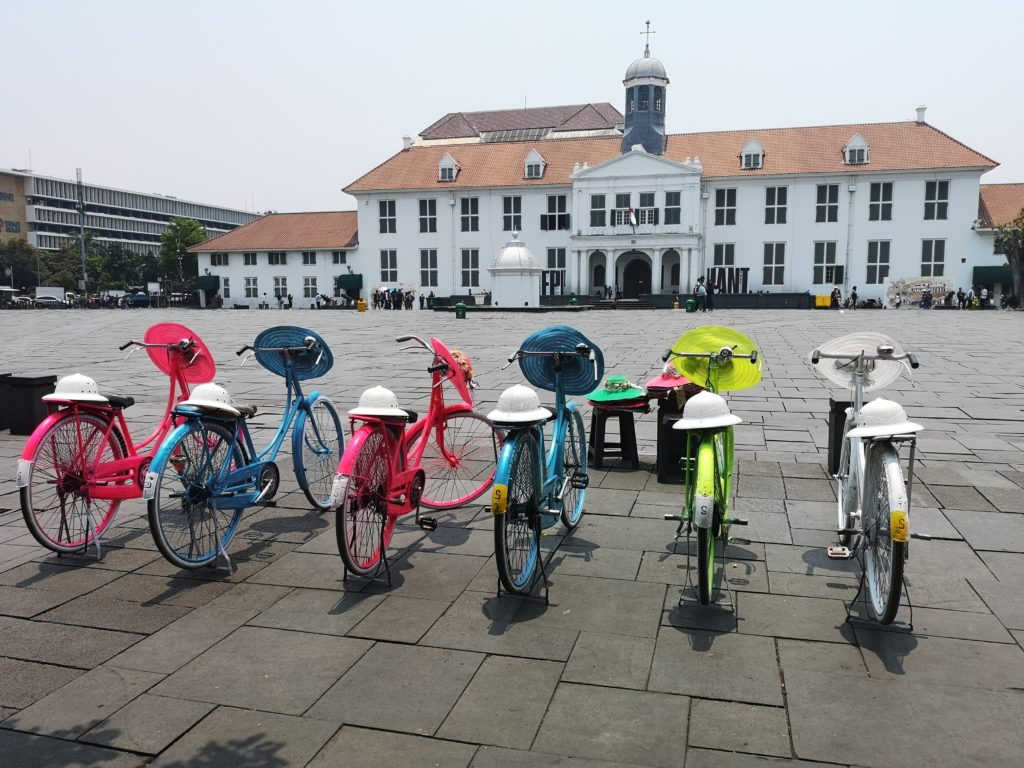Fatahillah Square avec ses vélos