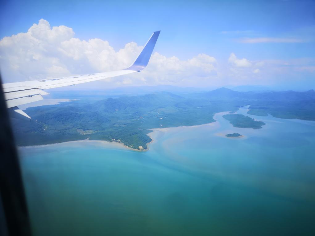 Côte de la Thaïlande vue du ciel en atterrissant sur Phuket