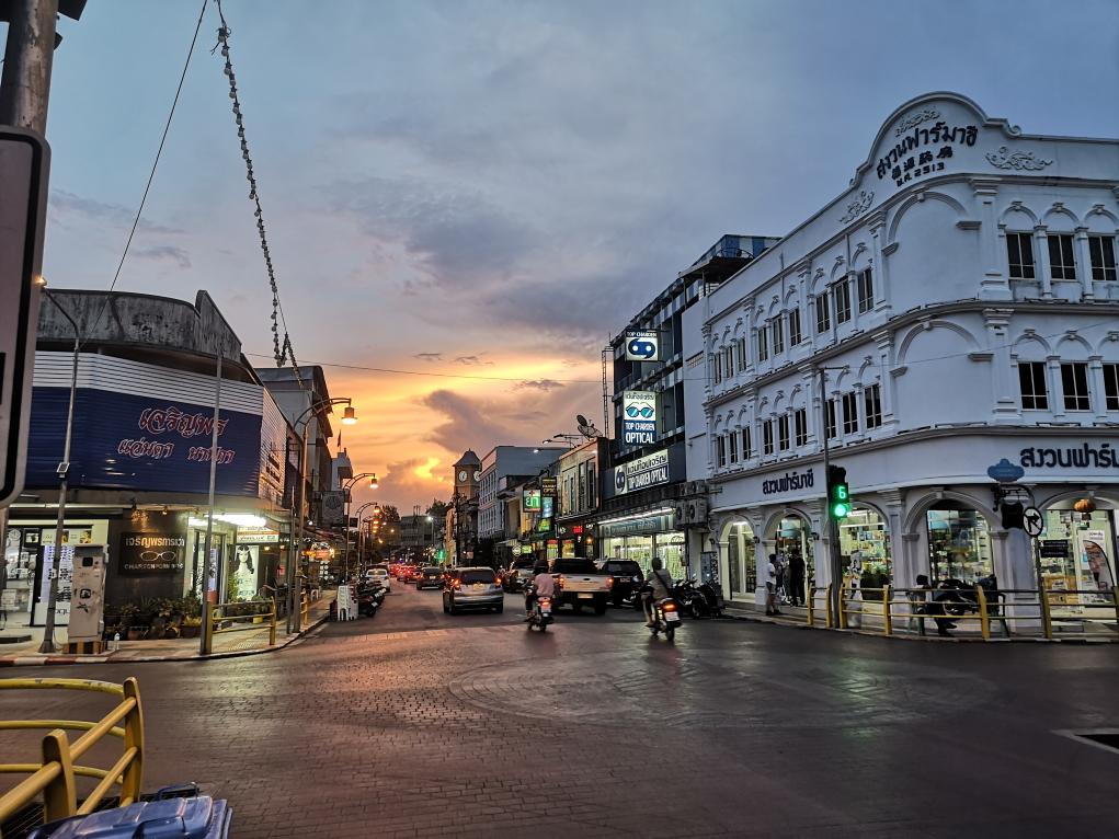 Vue de nuit dans la vieille ville de Phuket