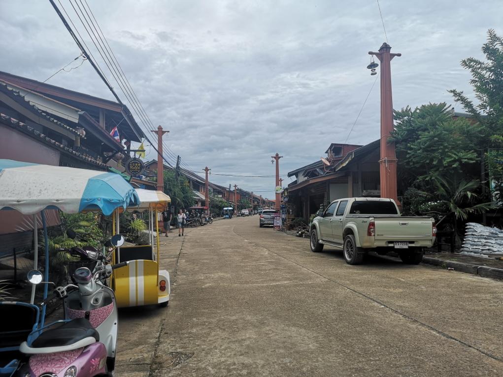 La vieille ville de Lanta - A gauche on aperçoit un Tuk Tuk!