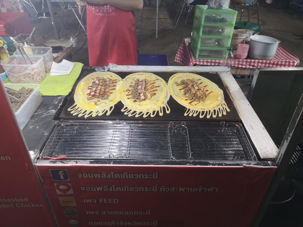 """Des """"pancakes"""" japonais qu'on mange sous forme de wrap"""